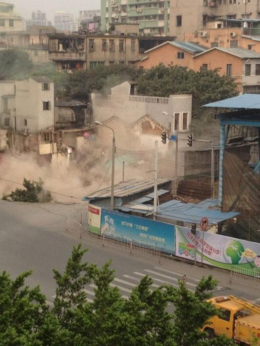 guangzhou-sinkhole-jan-2013-3