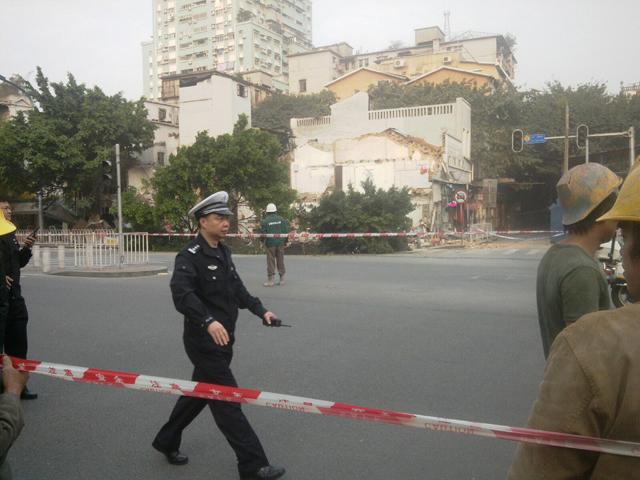 guangzhou-sinkhole-jan-2013-5