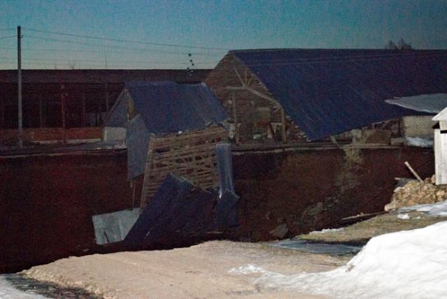 Niznhiy-sinkhole-collapse-2