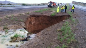 new mexico 2013 i-40-sinkhole